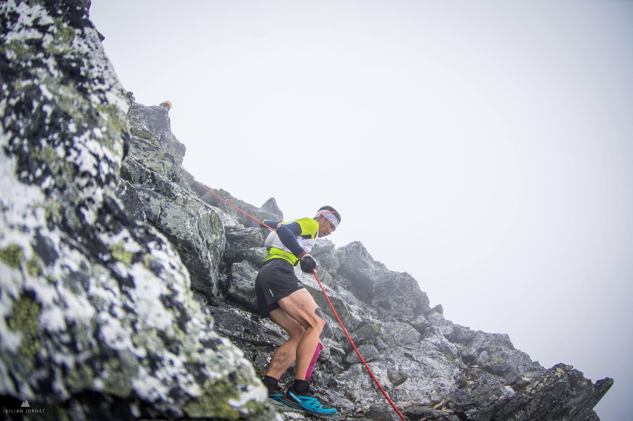 テクニカルな岩稜を下る Photo : Tromso skyrace official