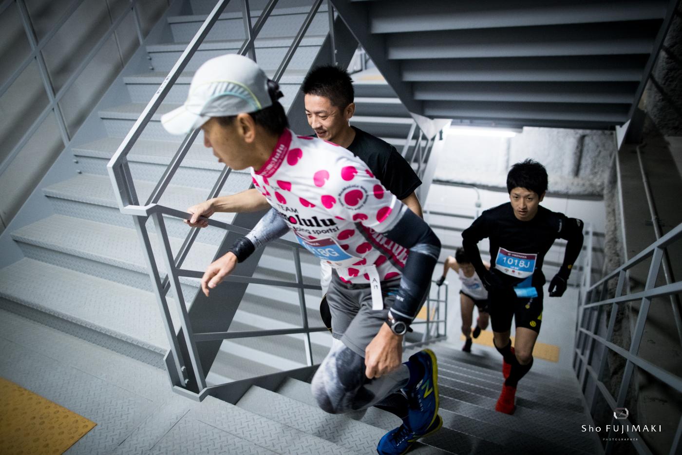 1610段の階段を駆け登る ?Sho Fujimaki