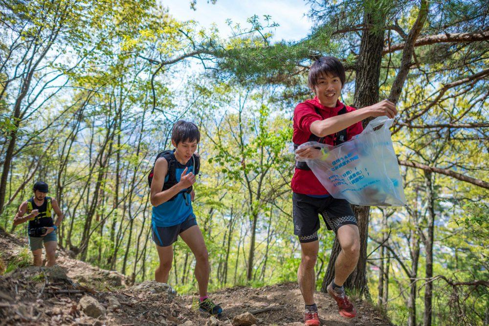 清掃登山もトレーニングのひとつ!! Photo by Nagi