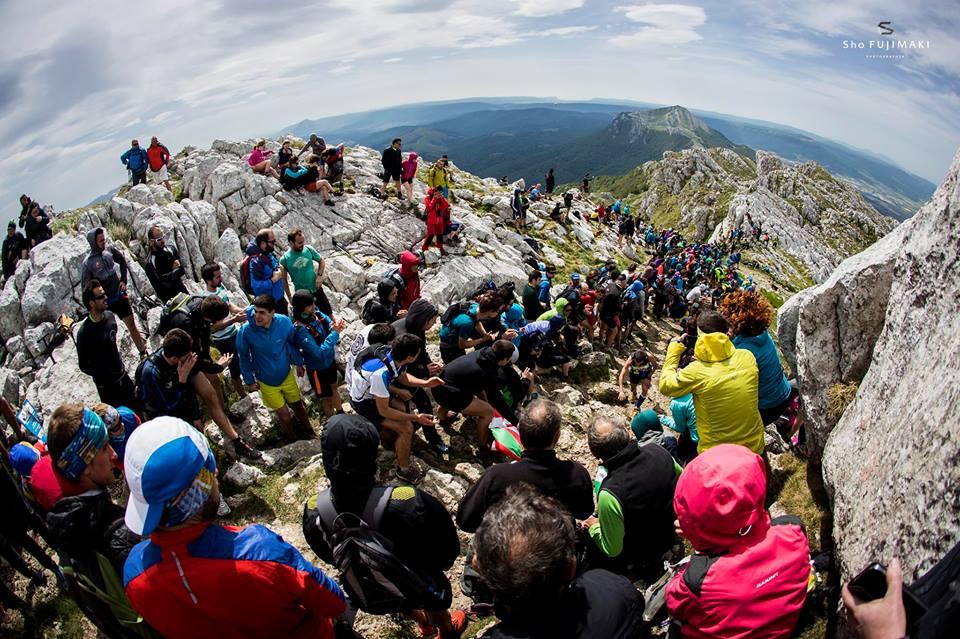 アイズコリ山頂の大観衆 🄫Sho Fujimaki