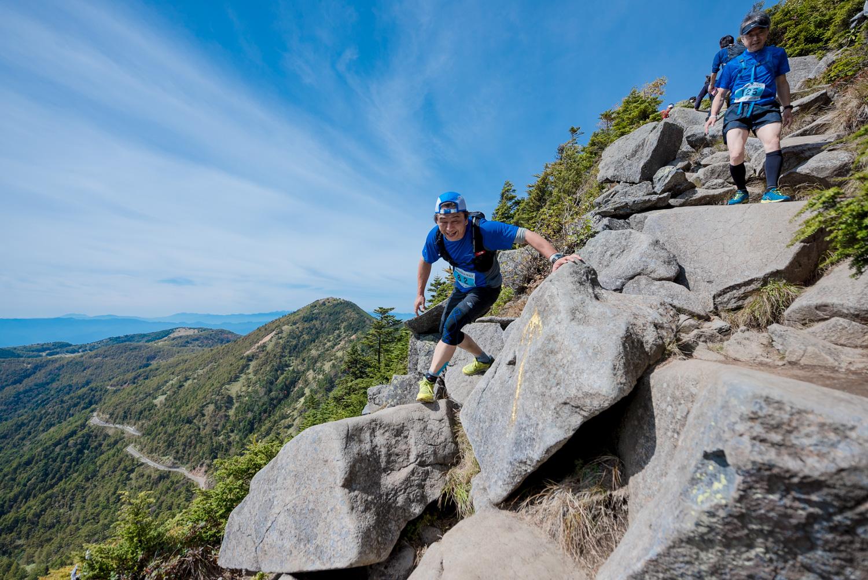 アクセスのよい浅間連峰はスカイランニングをはじめとする高地スポーツのの適地といえる 🄫ASAMA2000SKYRACE