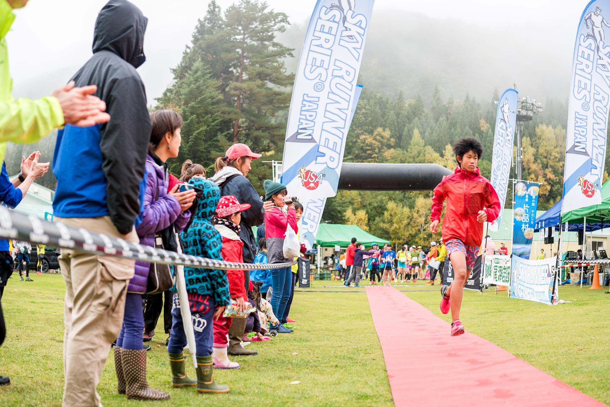 スタート地点は選手を称える赤じゅうたん 🄫Oze iwakura VK