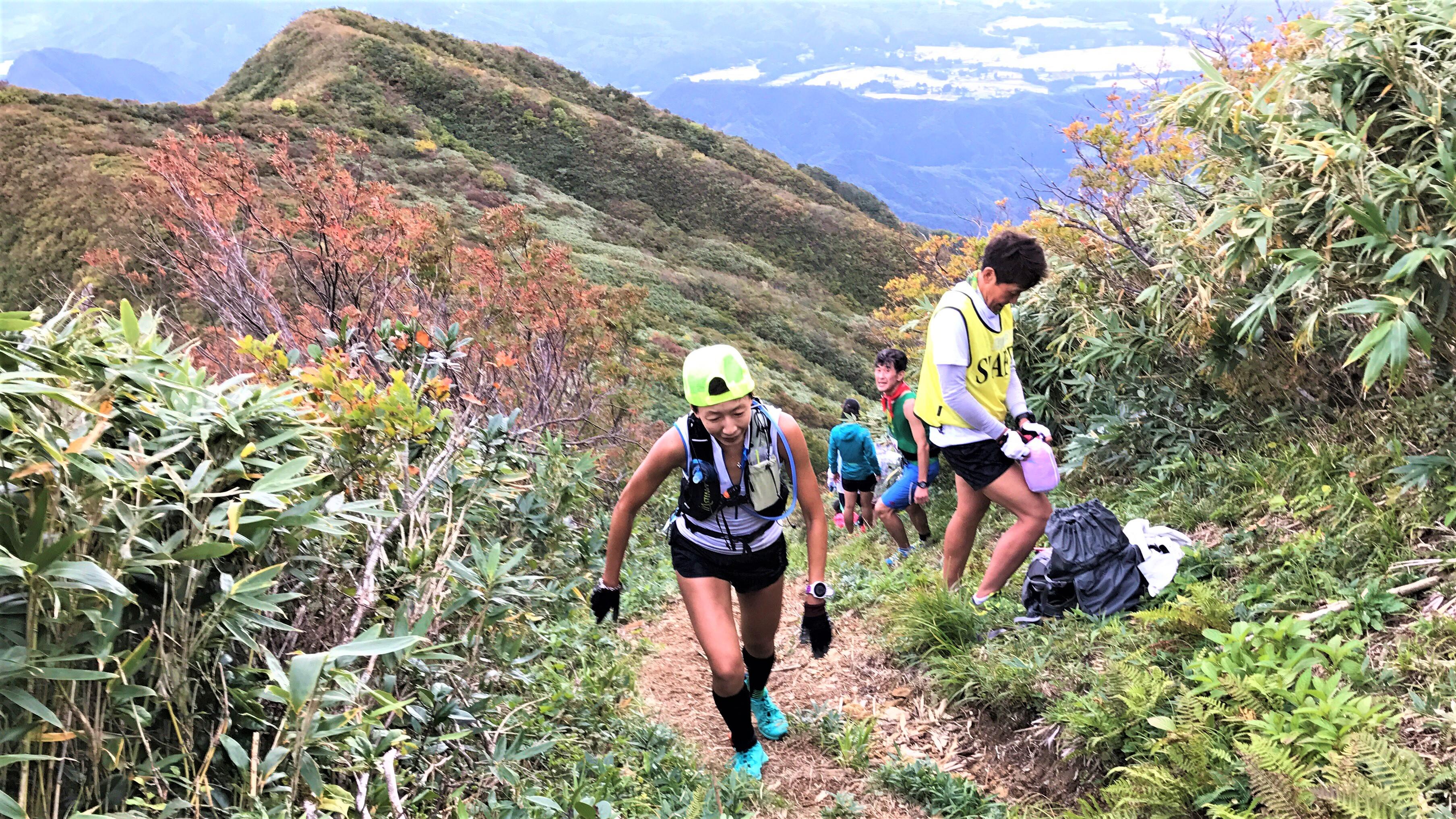 山頂直下は急峻な坂が続く 🄫Mt.AWA VERTICAL KIROMETER🄬