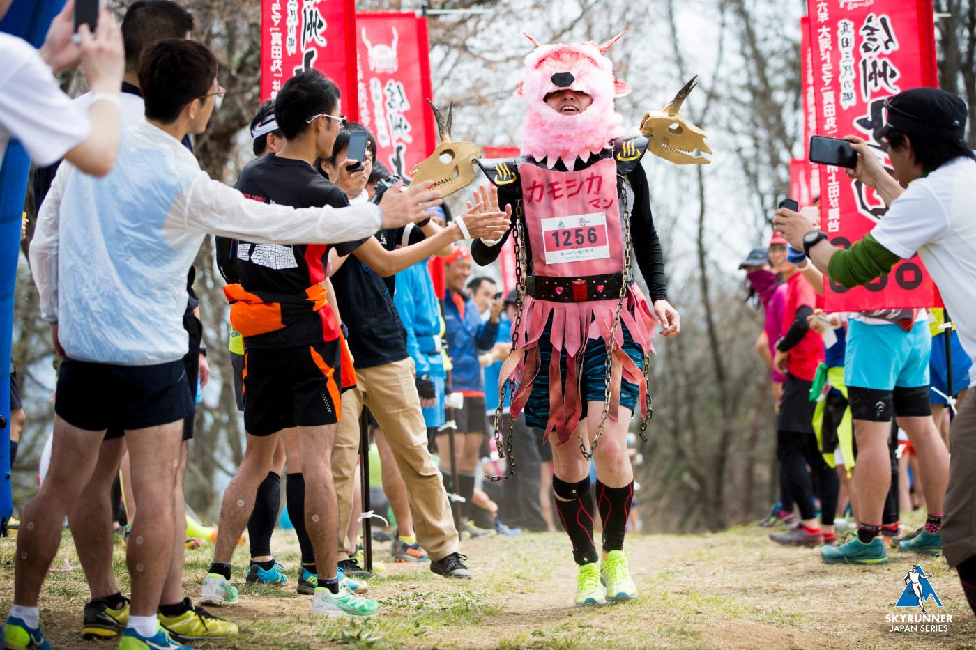 バーティカルでは仮装大歓迎!スカイランニングは誰もが楽しめるスポーツとなるべきだ 🄫UEDA VERTICAL RACE