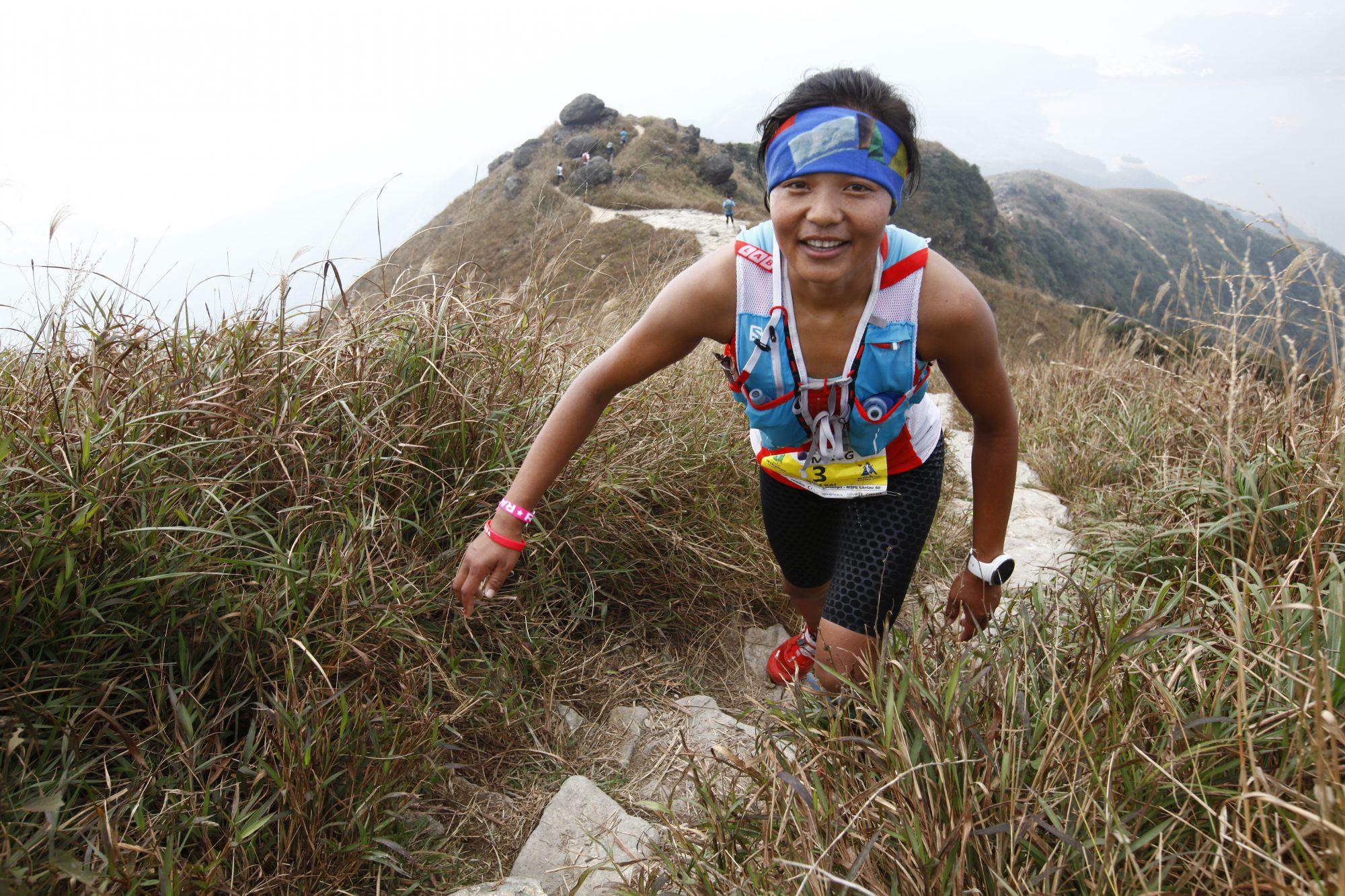 階段が続くランタウ島の山々。写真はネパールのミラ・ライ。 ©Action Asia Events