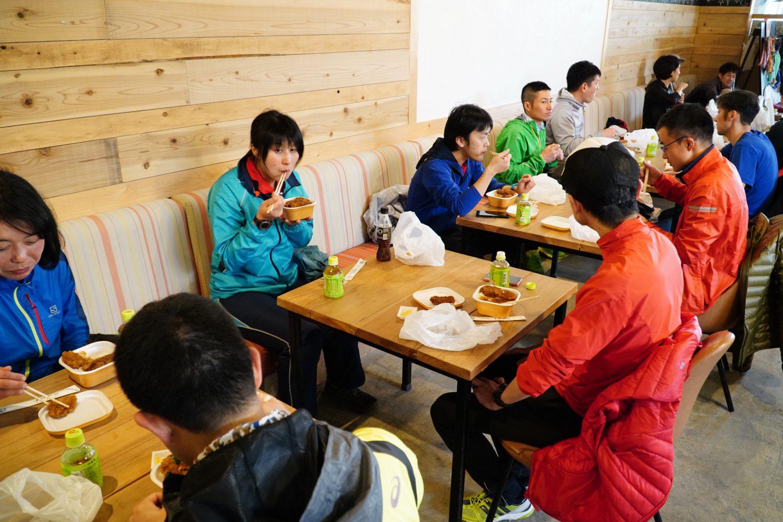 下山後、昼食は名物のソースかつ丼を賞味