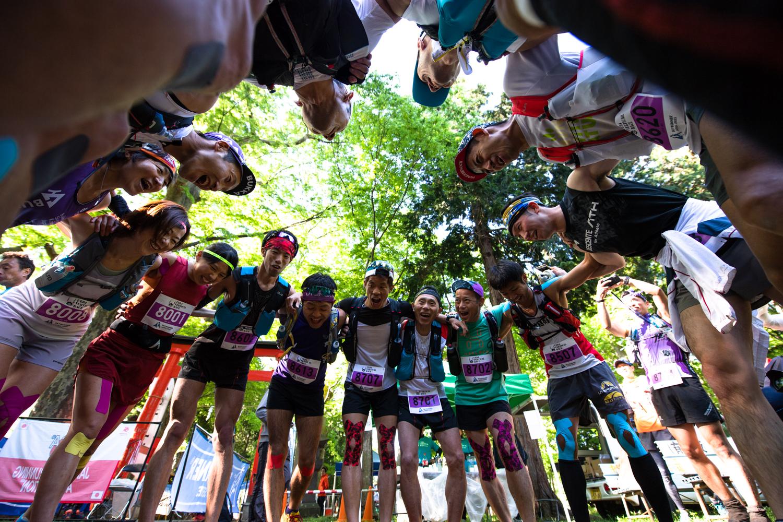 スタート前にはコンバインドの選手たちによって円陣が組まれた ©UEDA VERTICAL RACE/NAGI MUROFUSHI