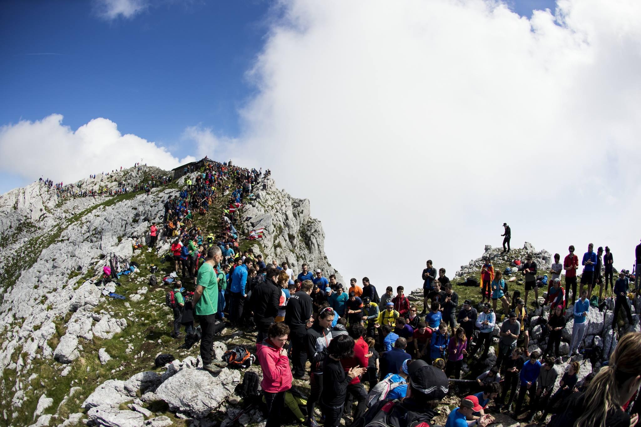 今年も世界中から大勢の観客がゼガマの山に集まった ©Columbia Montrail / Sho Fujimaki