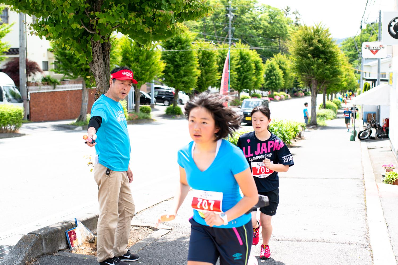 空へ向かって。表情は真剣そのもの!! ©UEDA VERTICAL RACE/NAGI MUROFUSHI