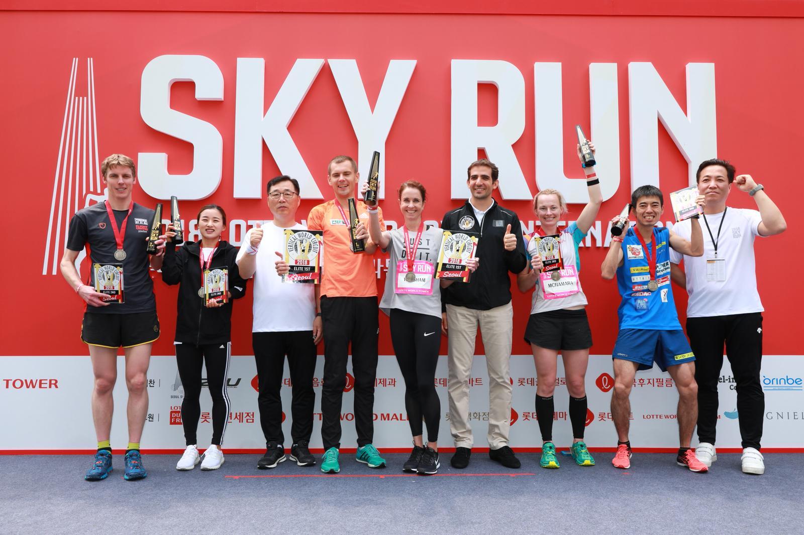 すっかり表彰台の常連組のひとりとなった渡辺(右から2番目の青い服) ©Sporting Republic