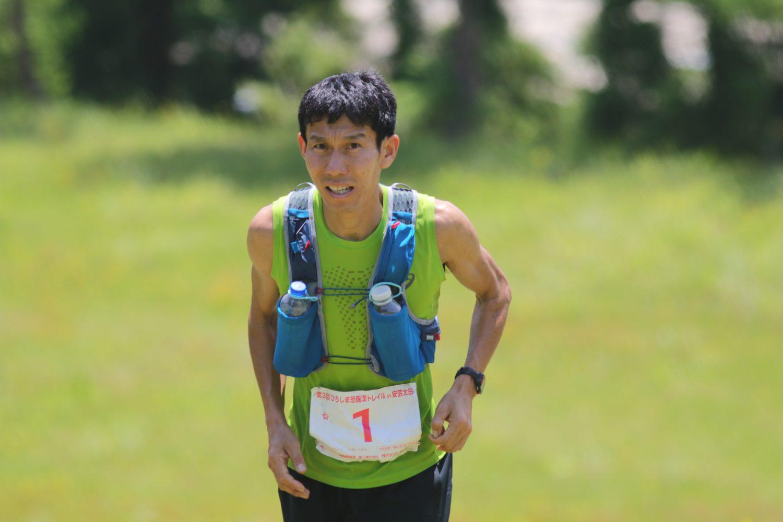 足の痛みを抱えながらも連覇を達成した東、魂のスカイランニング ©Fields