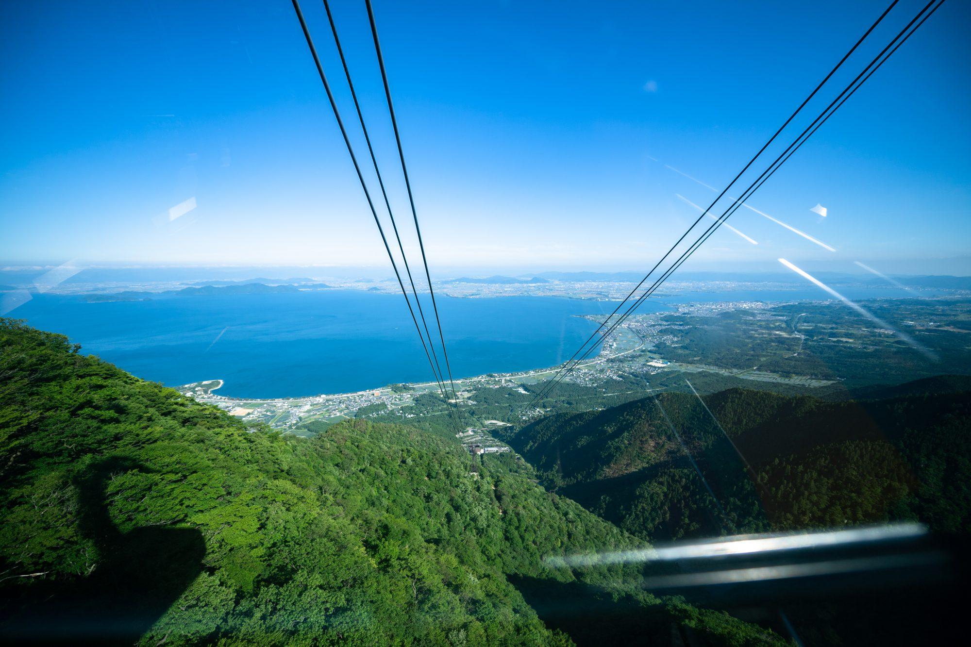 ロープウェーだと4分でこの絶景に出会える。まさにLAKE to SKY ©BIWAKO VALLEY SKYRACE・JSA・NAGI MUROFUSHI