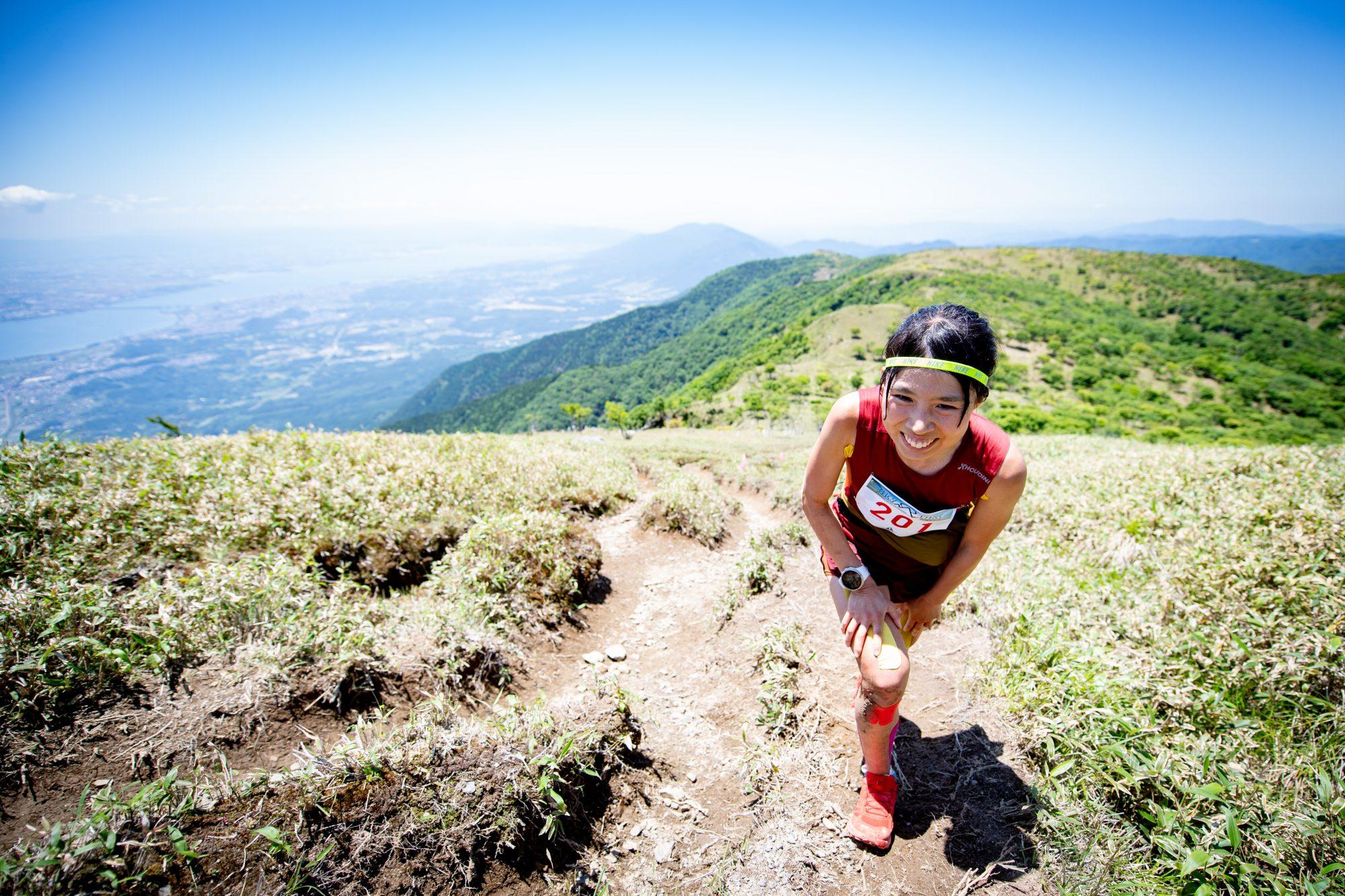 笑顔で駆け登る余裕を見せた高村。びわ湖バレイスカイレースを連覇中 ©BIWAKO VALLEY SKYRACE・JSA・NAGI MUROFUSHI