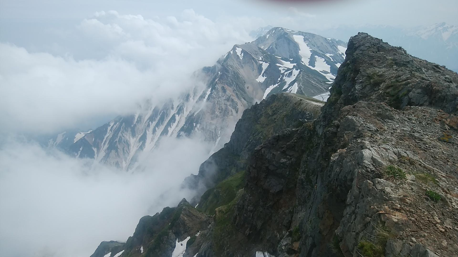 夏といえども標高の高い山では急激に寒くなる場合もある