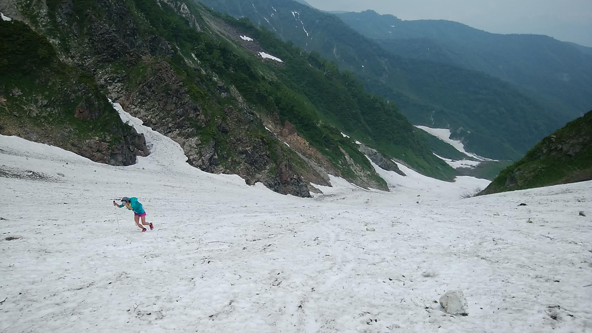 夏といえども残雪のルートもある、安全登山のためにも事前の調査は必要だ