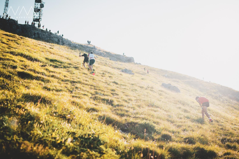 最高峰目指して空に向かって駆け登る。スカイランニングは世界の若者たちの心をとらえるスポーツへ成長している。 ©Nagi Murofushi