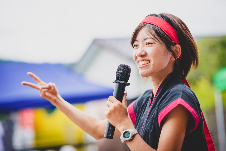 大会プロデューサーの長谷川香奈子さんもくノ一姿で登場。 ©THE岩櫃城★忍び登山