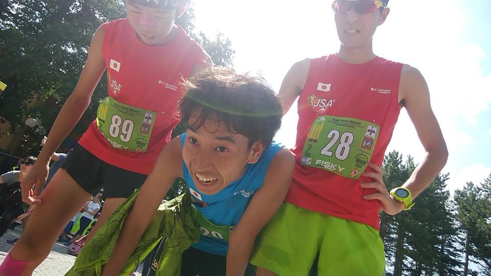 仲間に迎えられた菊川。様々な思いの混ざった表情も実によい ©JSA