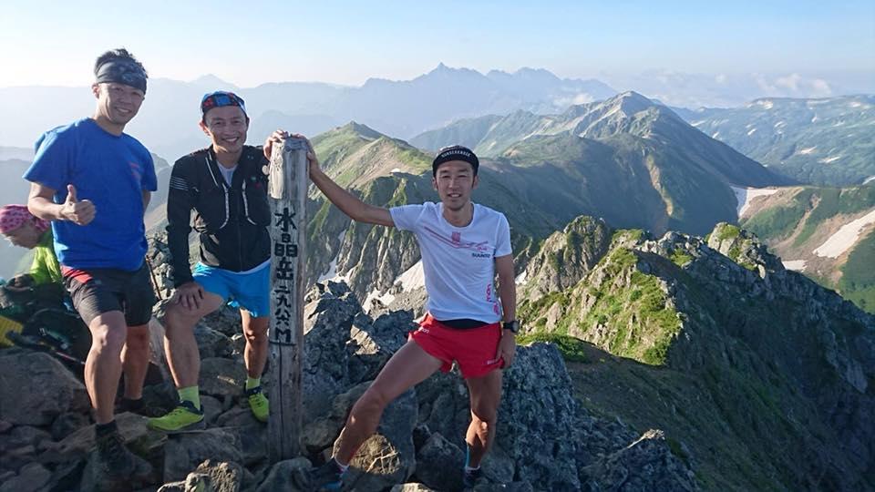 山頂へ無事登頂(Aチーム)