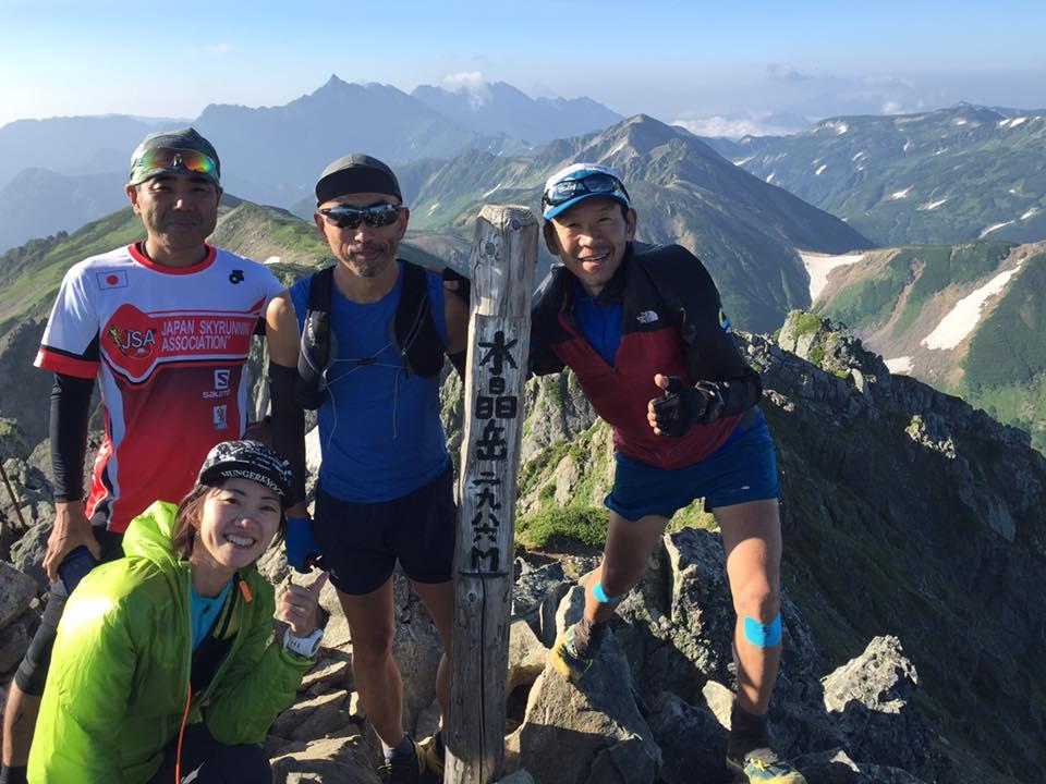 山頂へ無事登頂(Bチーム)