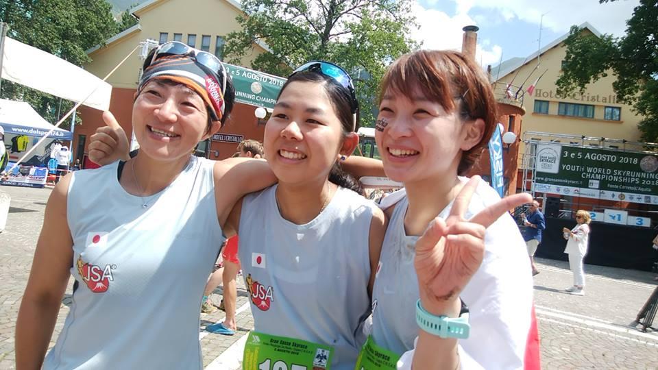 過酷なコースであったが無事戻ってきて満面の笑み(左からコーチの岩楯、滝澤、柿本) ©JSA