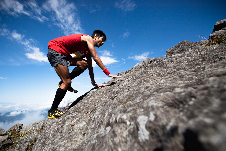 2位の永里。コース終盤には急峻な岩場が待っている ©Eboshi VK