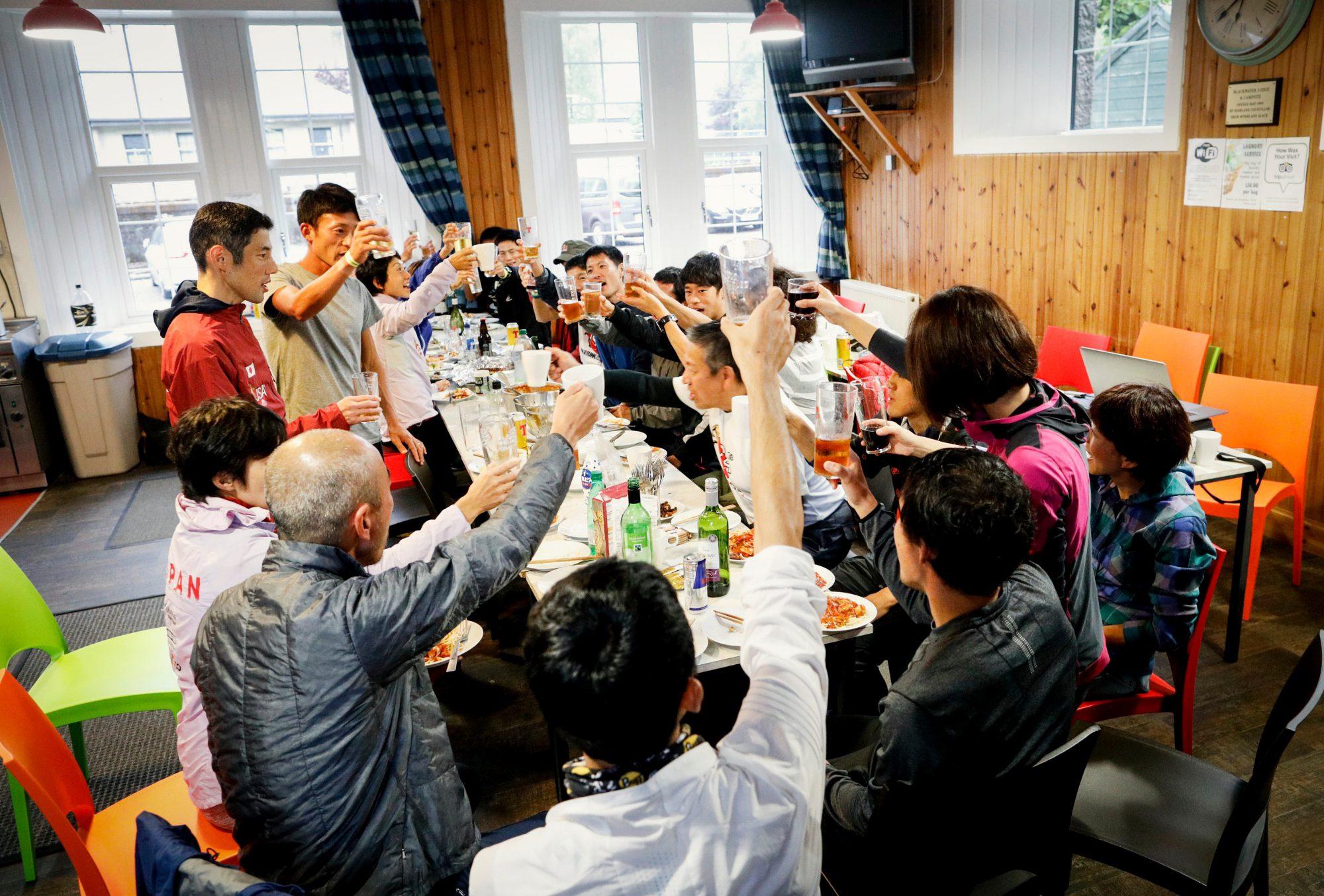 全力で世界に挑んだ2018JAPANスカイランニングチームに乾杯!! ©Sho Fujimaki