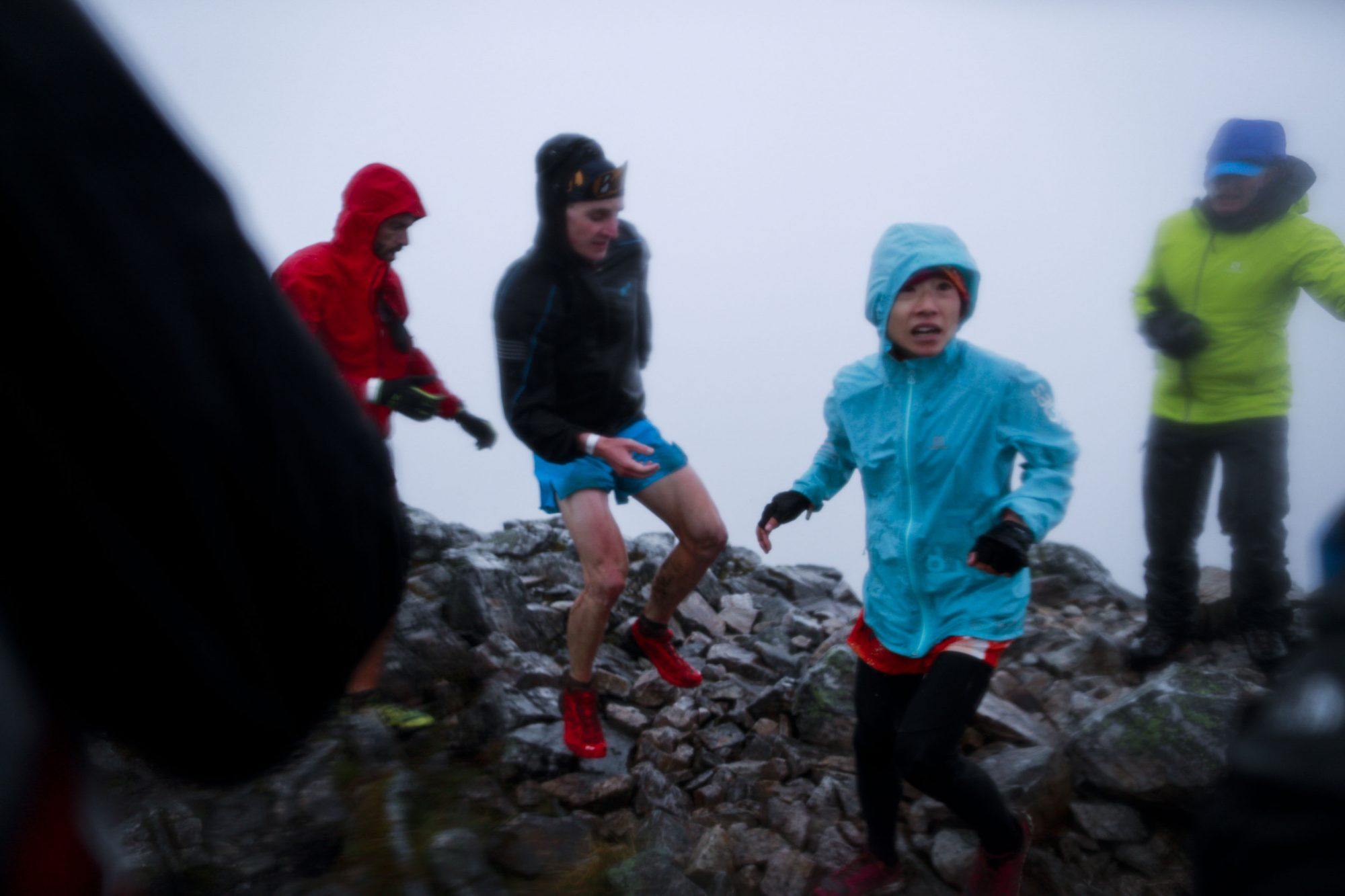 着込んでスタートしたものの完全に体が冷え切ってしまった吉住。下山後にバスタブで体を温めた ©Sho Fujimaki