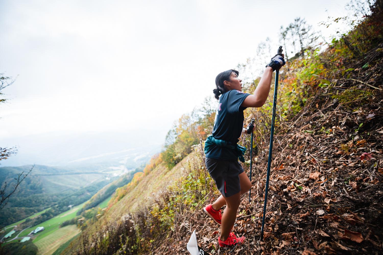 まさに「山を登る」スポーツ。女子3位の笹川 ©OZE VK