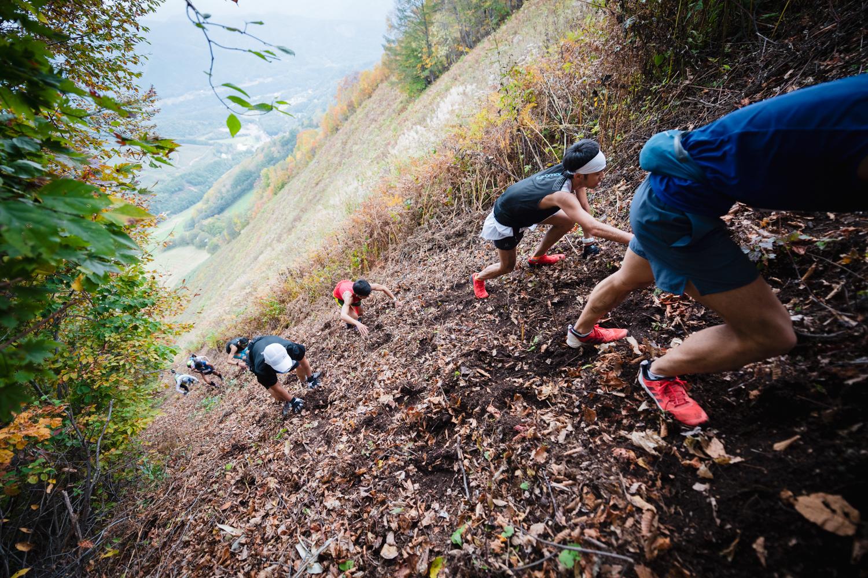 数ある山岳ランニングレースの中でも、日本一の急斜面である「ジャイアントウォール」が立ちはだかる尾瀬 ©OZE VK