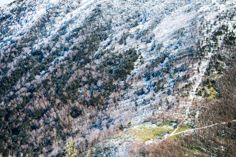 10月になると標高が高い山では雪が降りはじめる