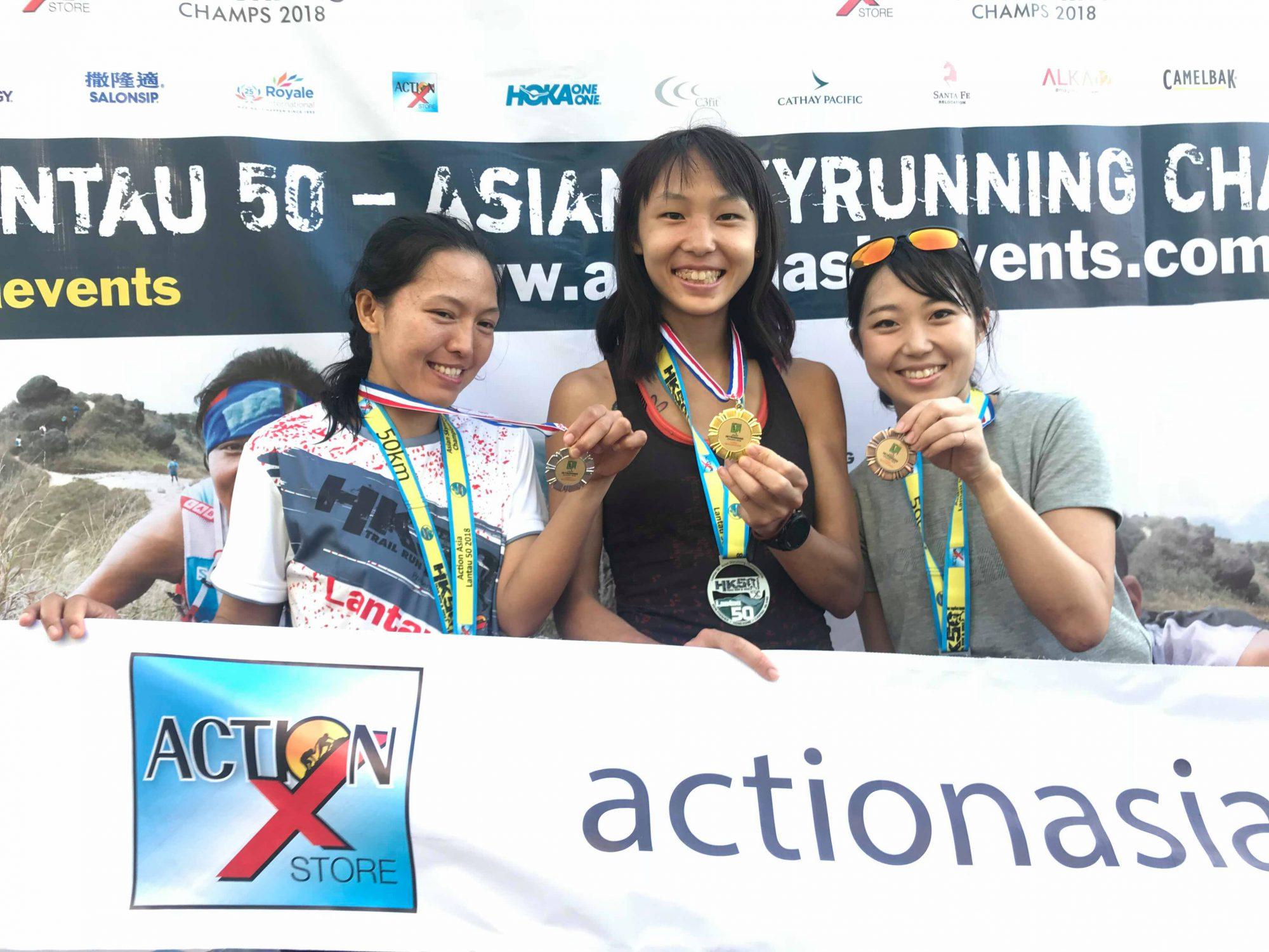 初の国際レースで銅メダル。喜びの表情の上田(一番右) ©Action Asia Events