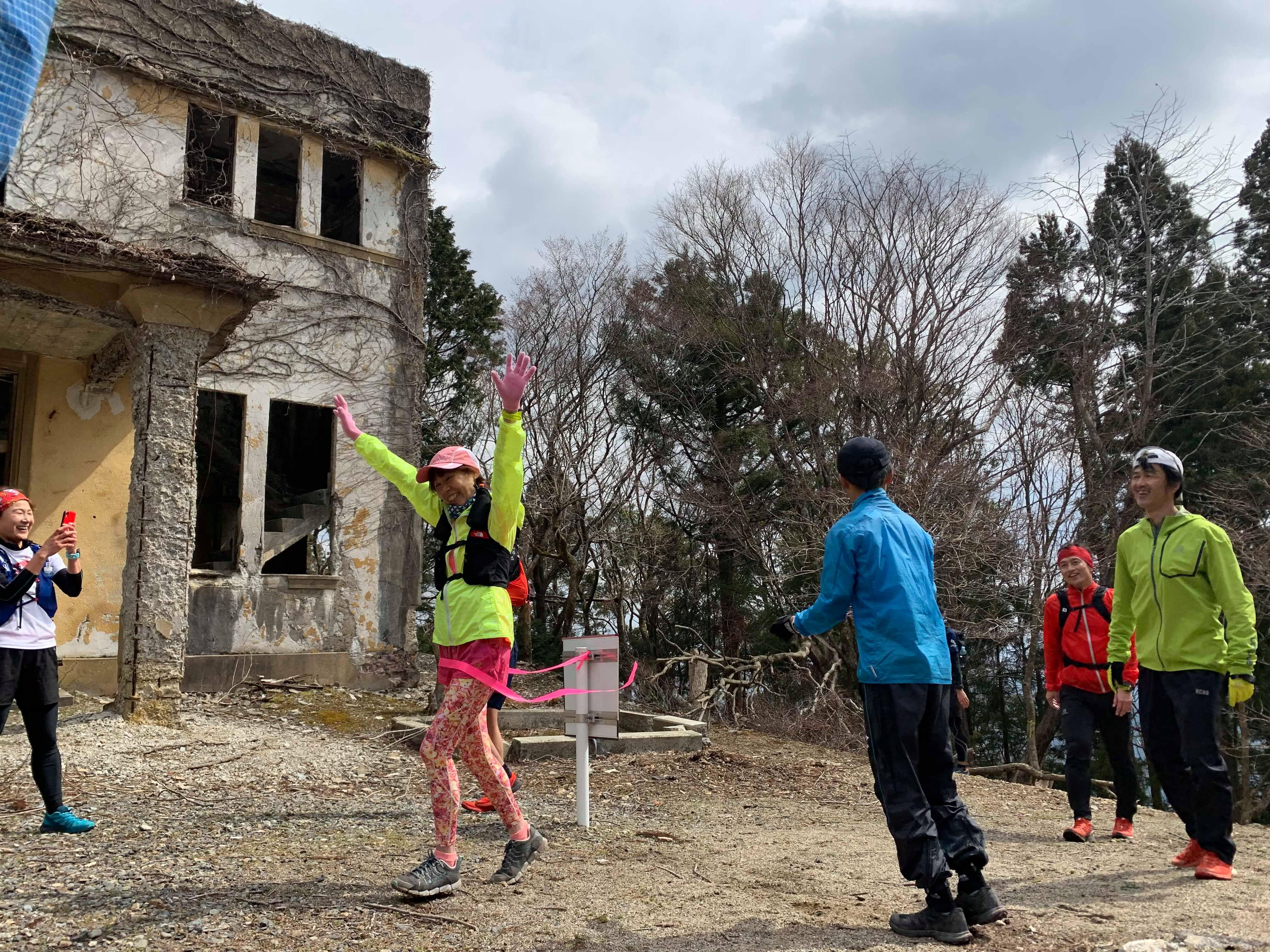 愛宕山山頂にてゴール。初めての参加者も楽しめたようだ。