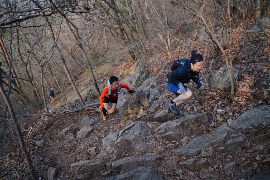 標高481mの里山ではあるが、岩場や急斜面があり山登りを楽しめる吾妻山