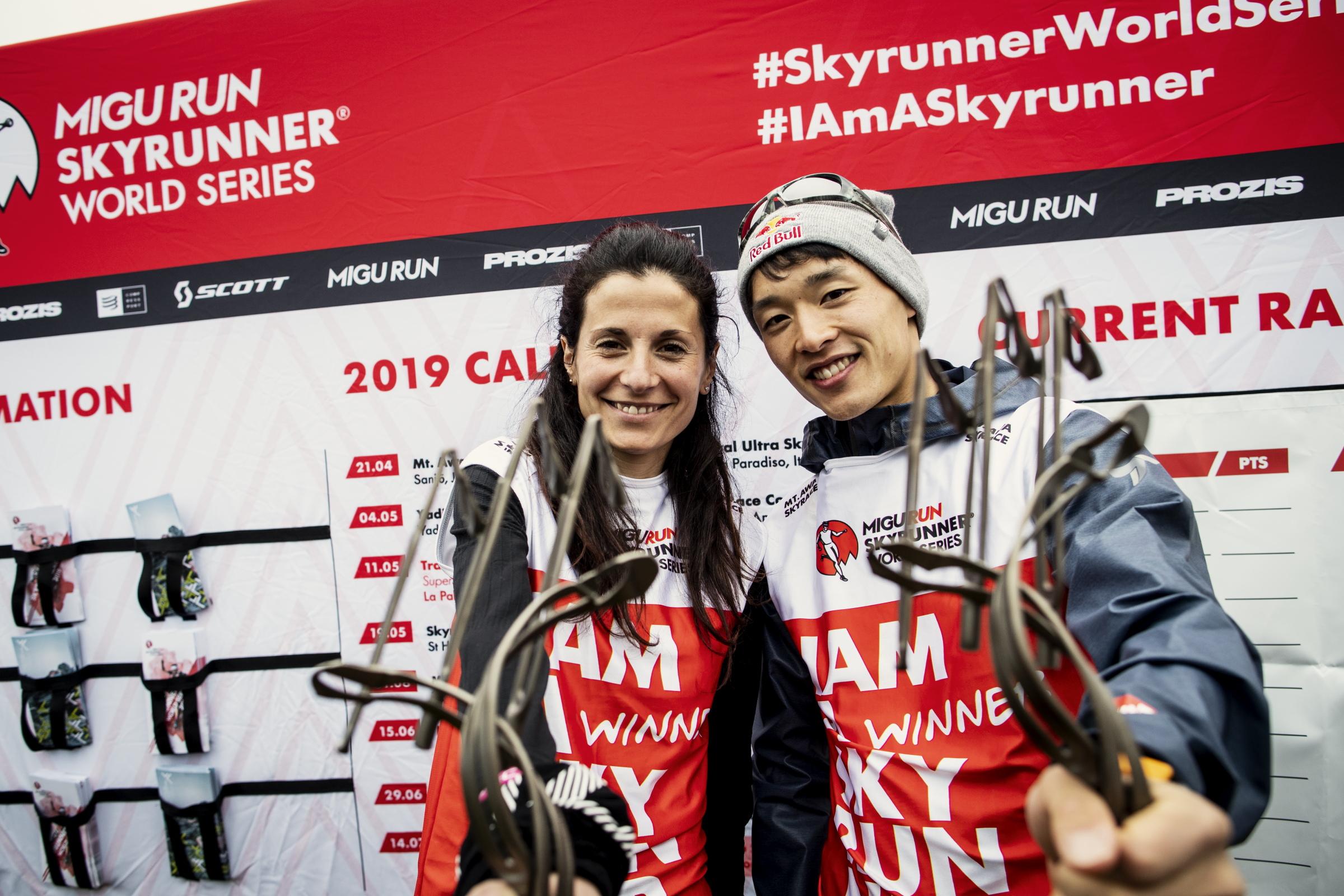 初のウィナービブを獲得した上田と女子優勝のエリサ・デスコ ©Sho Fujimaki