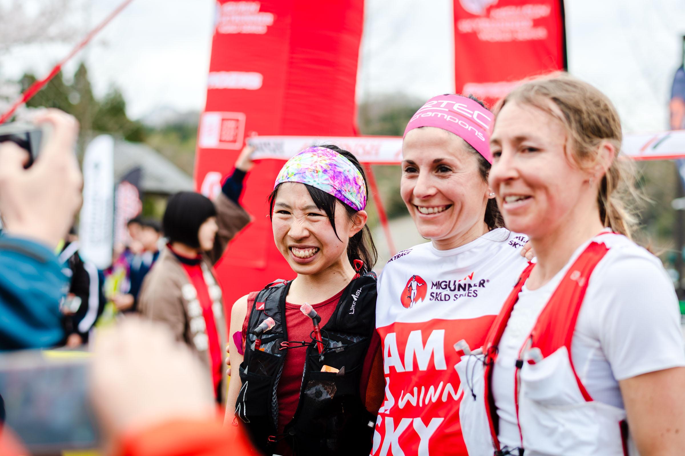 女子トップ3。左から高村、エリサ、メーガン ©Nagi Murofushi