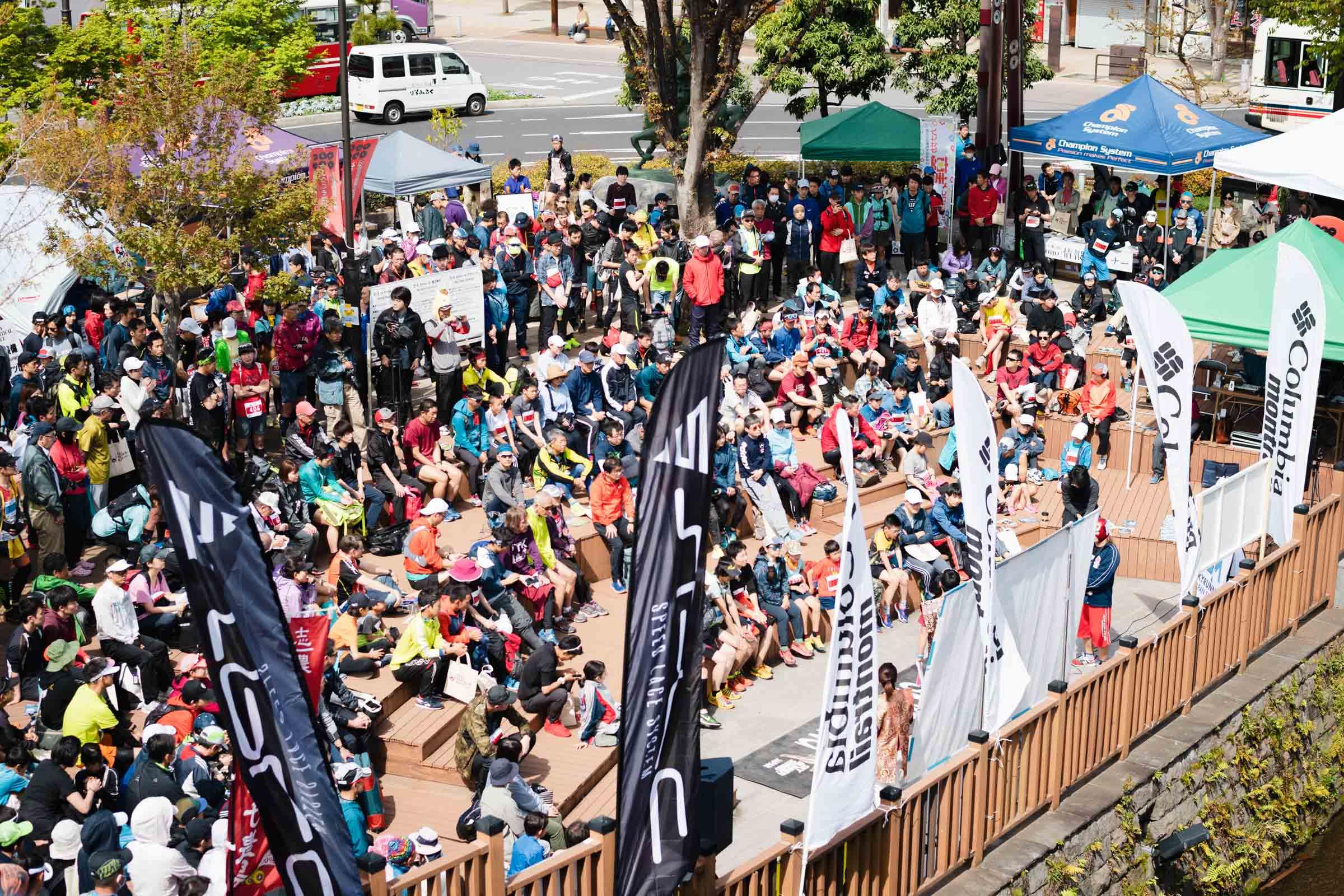 700名以上がエントリーしたバーティカル。5km程度の山岳レースとして世界最大規模。 ©UEDA VERTICAL RACE