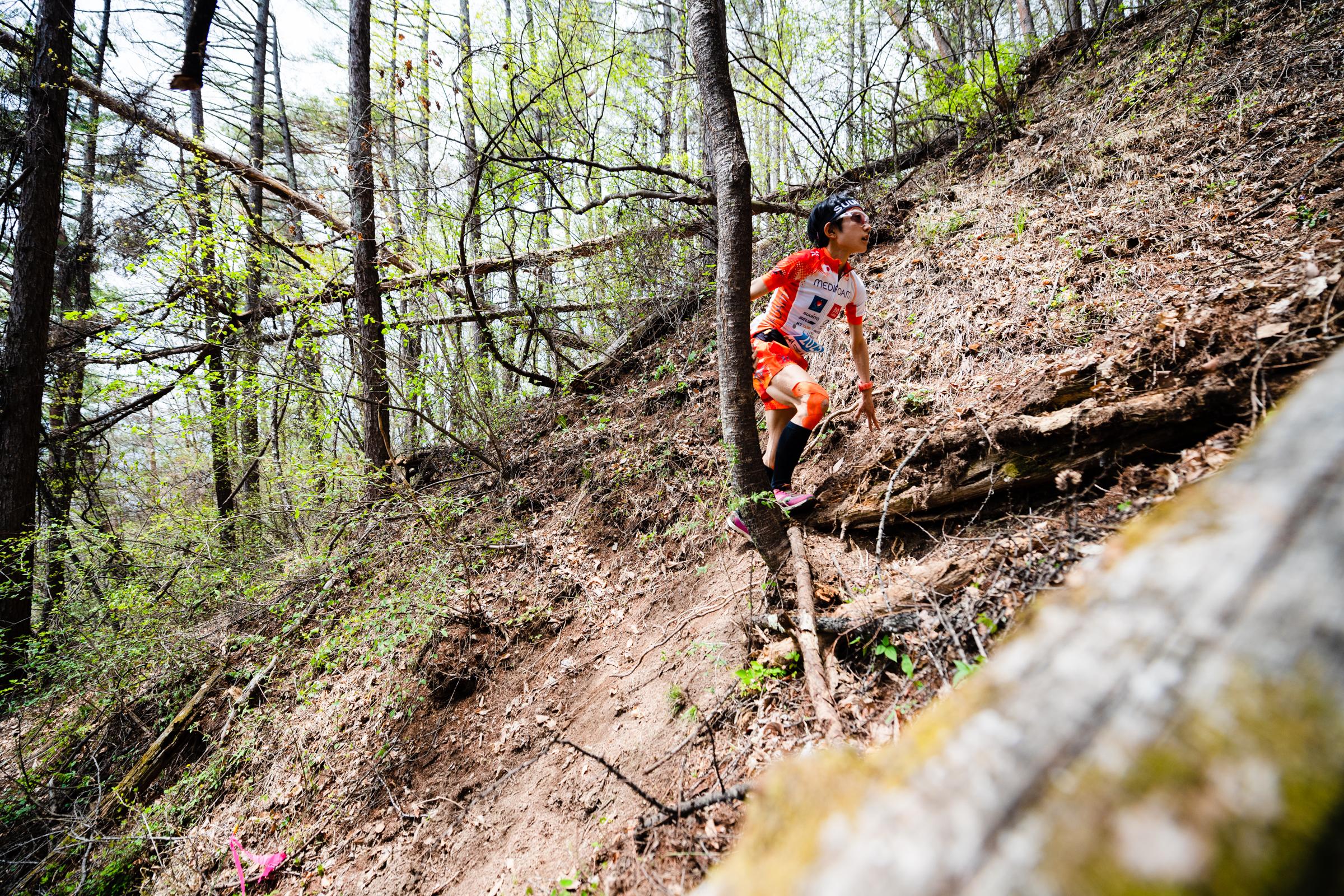 急傾斜を駆け登る吉住。 ©UEDA VERTICAL RACE