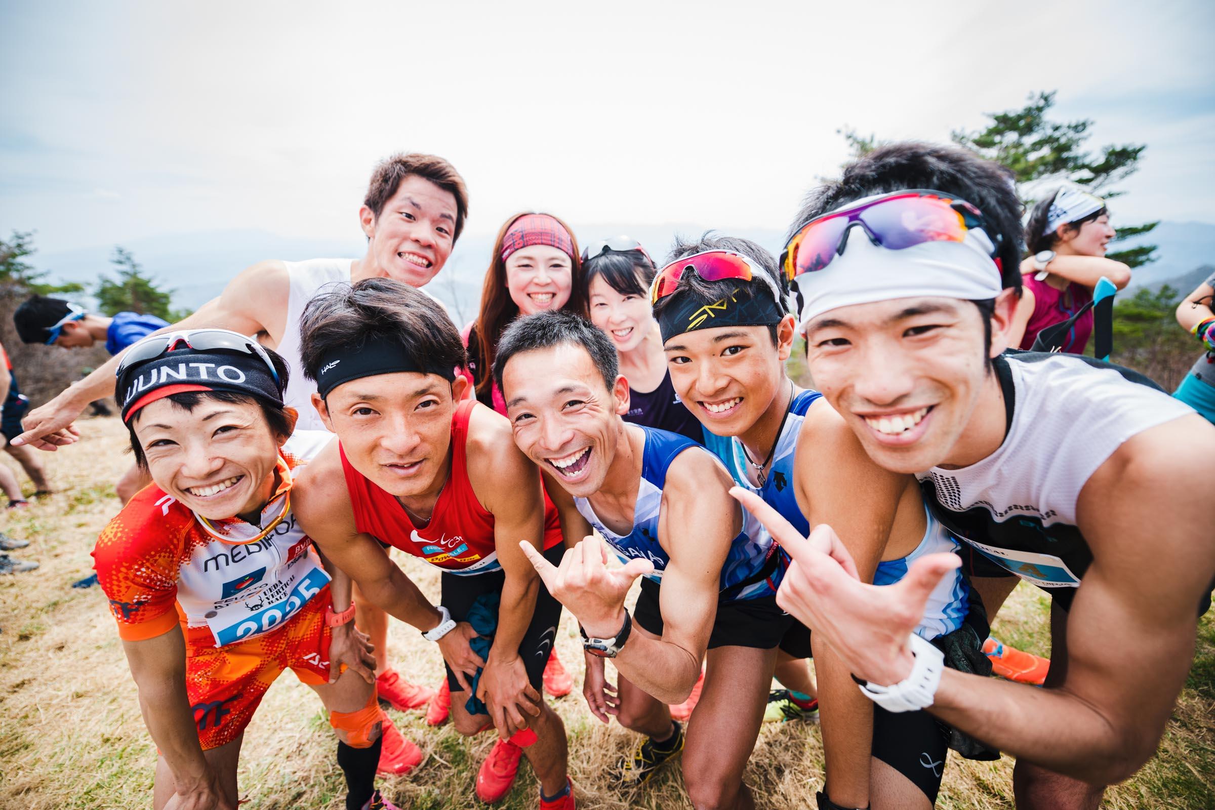 山頂で記念撮影 ©UEDA VERTICAL RACE