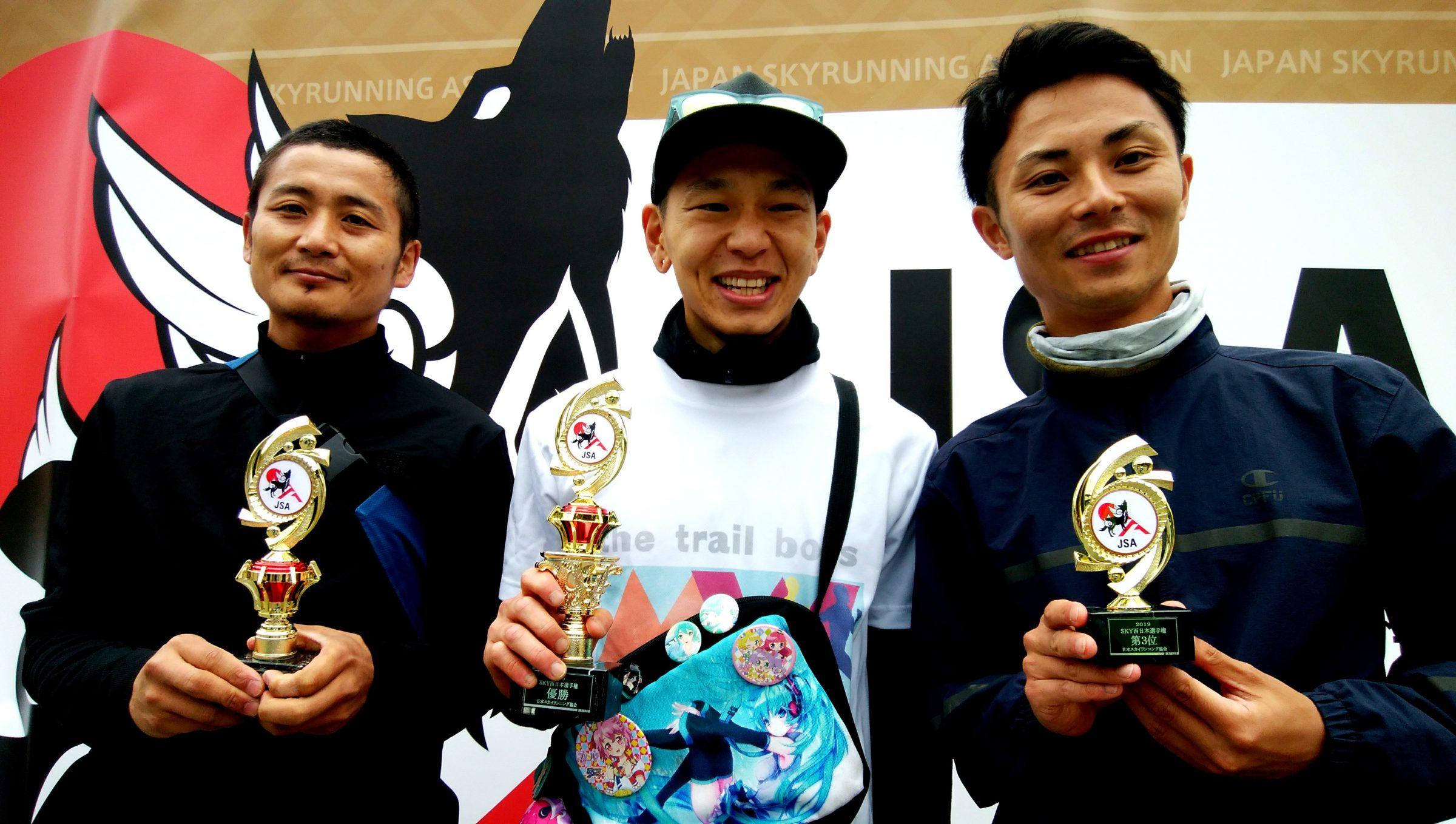 男子西日本トップ3、左から高橋、松原、前田