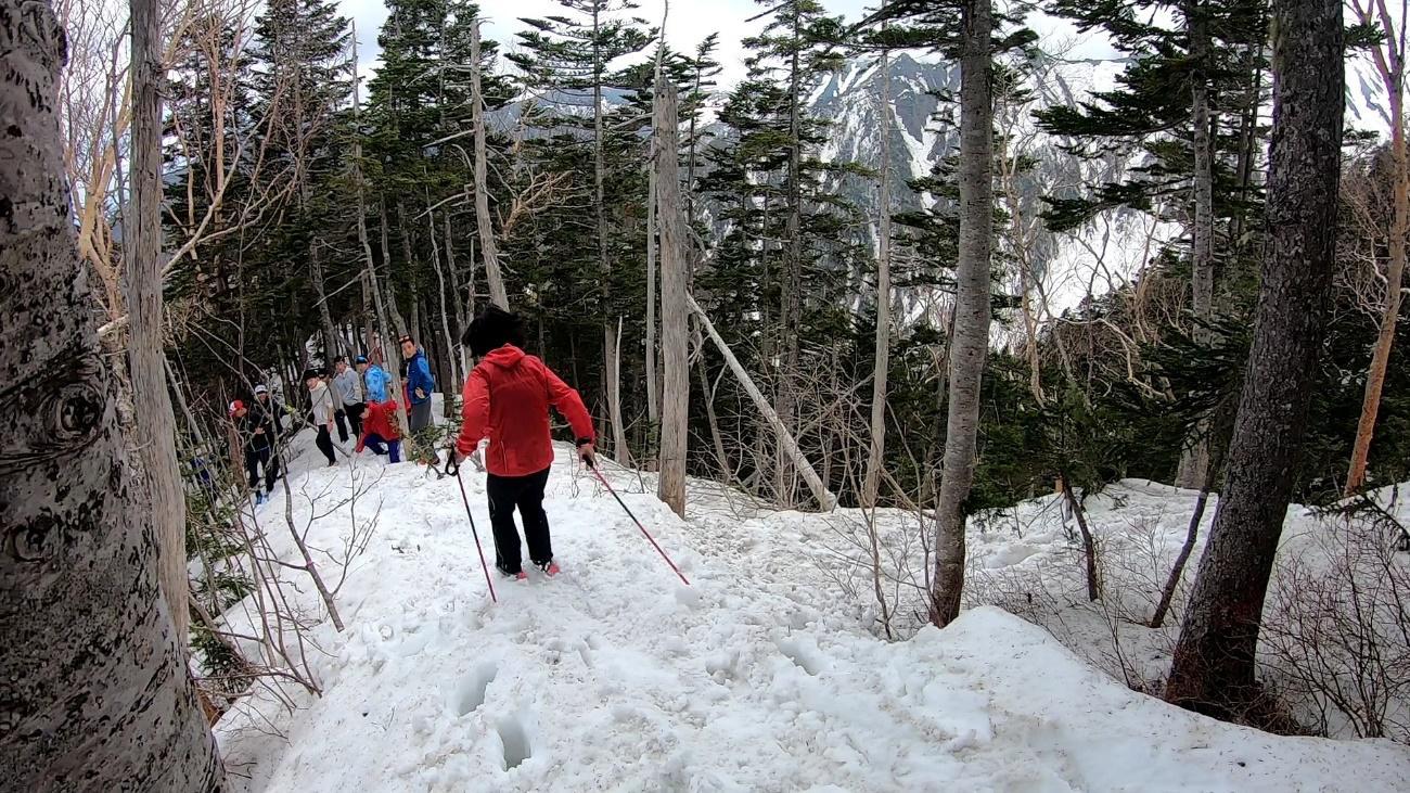 残雪を利用してグリセードを習得