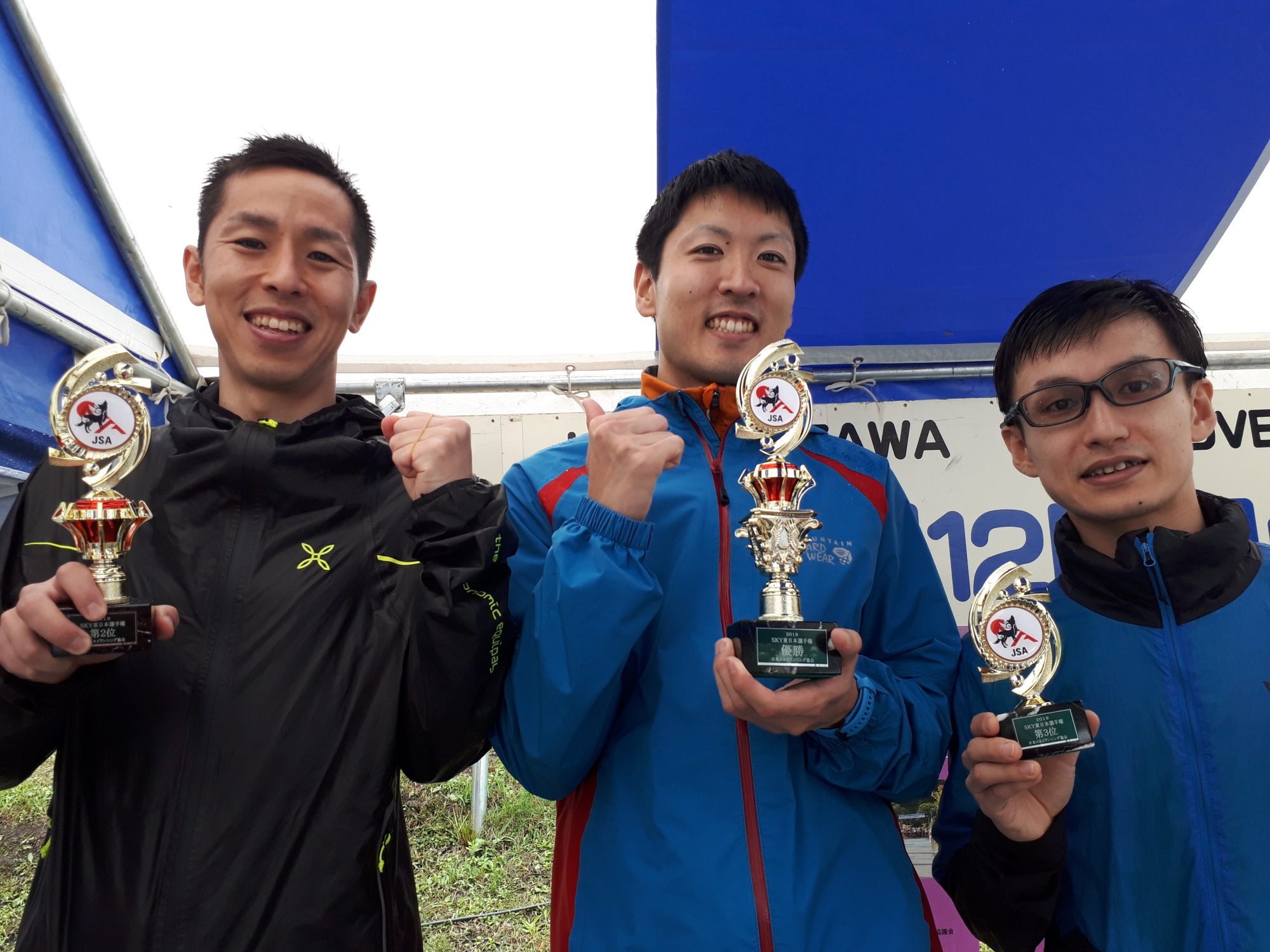 東日本男子トップ3。左から2位の工藤、1位の三浦、3位の小林 ©JSA