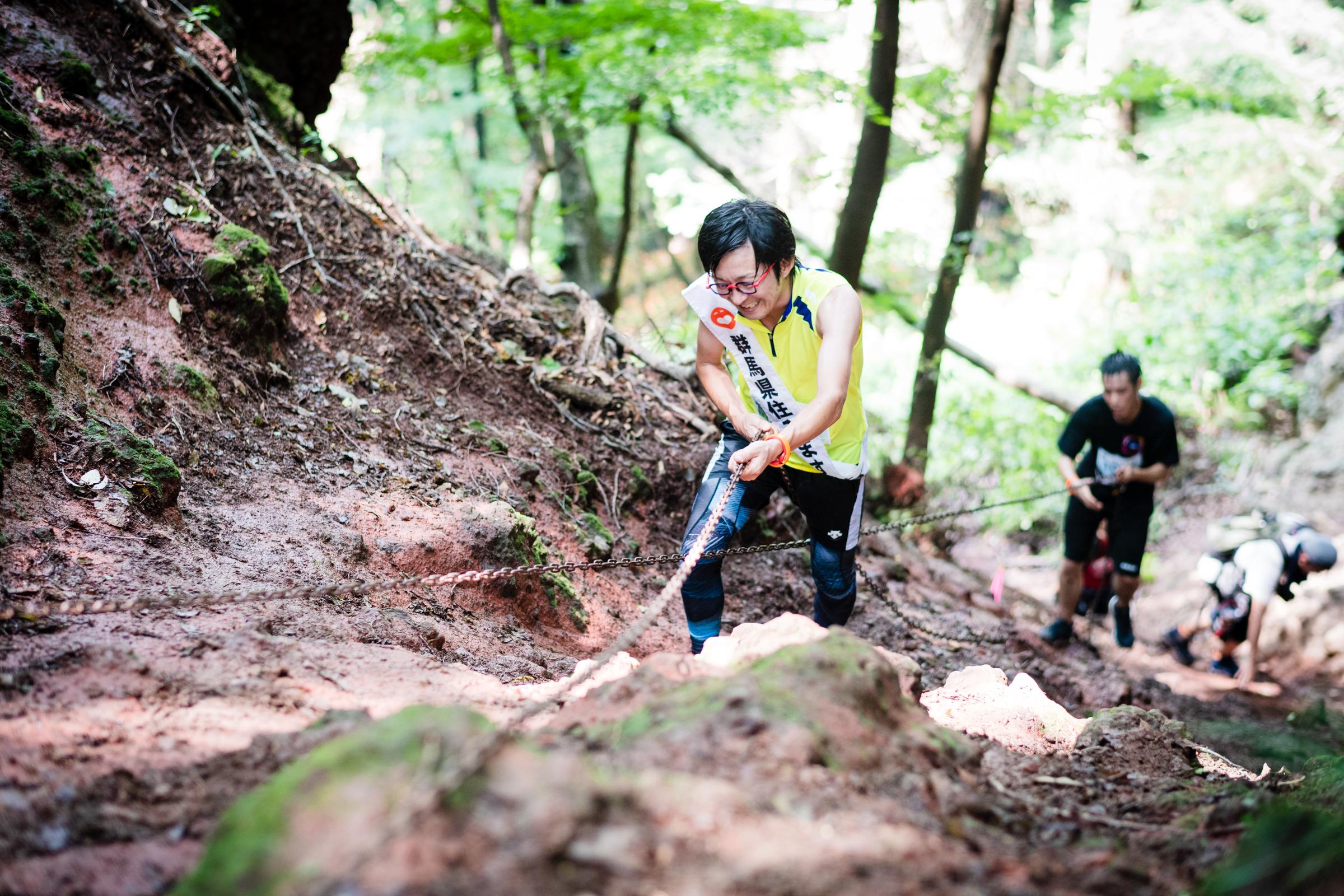 住みます芸人、アンカンミンカンの富所さんもスカイランニング初体験 ©THE岩櫃城忍び登山