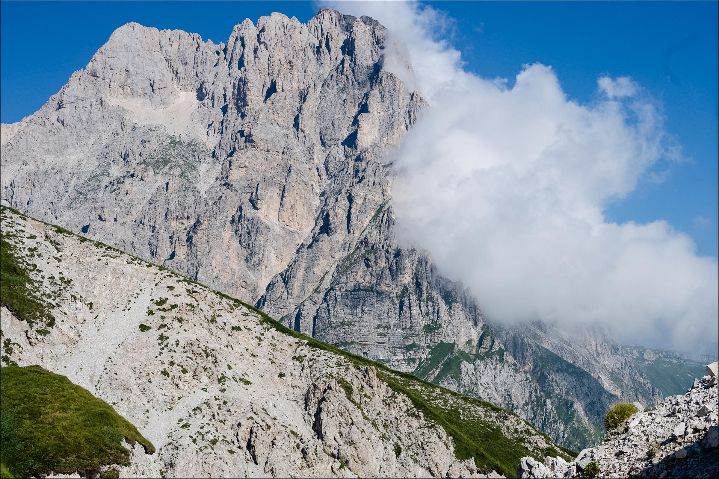 グランサッソの聳える峰 ©NAGI MUROFUSHI