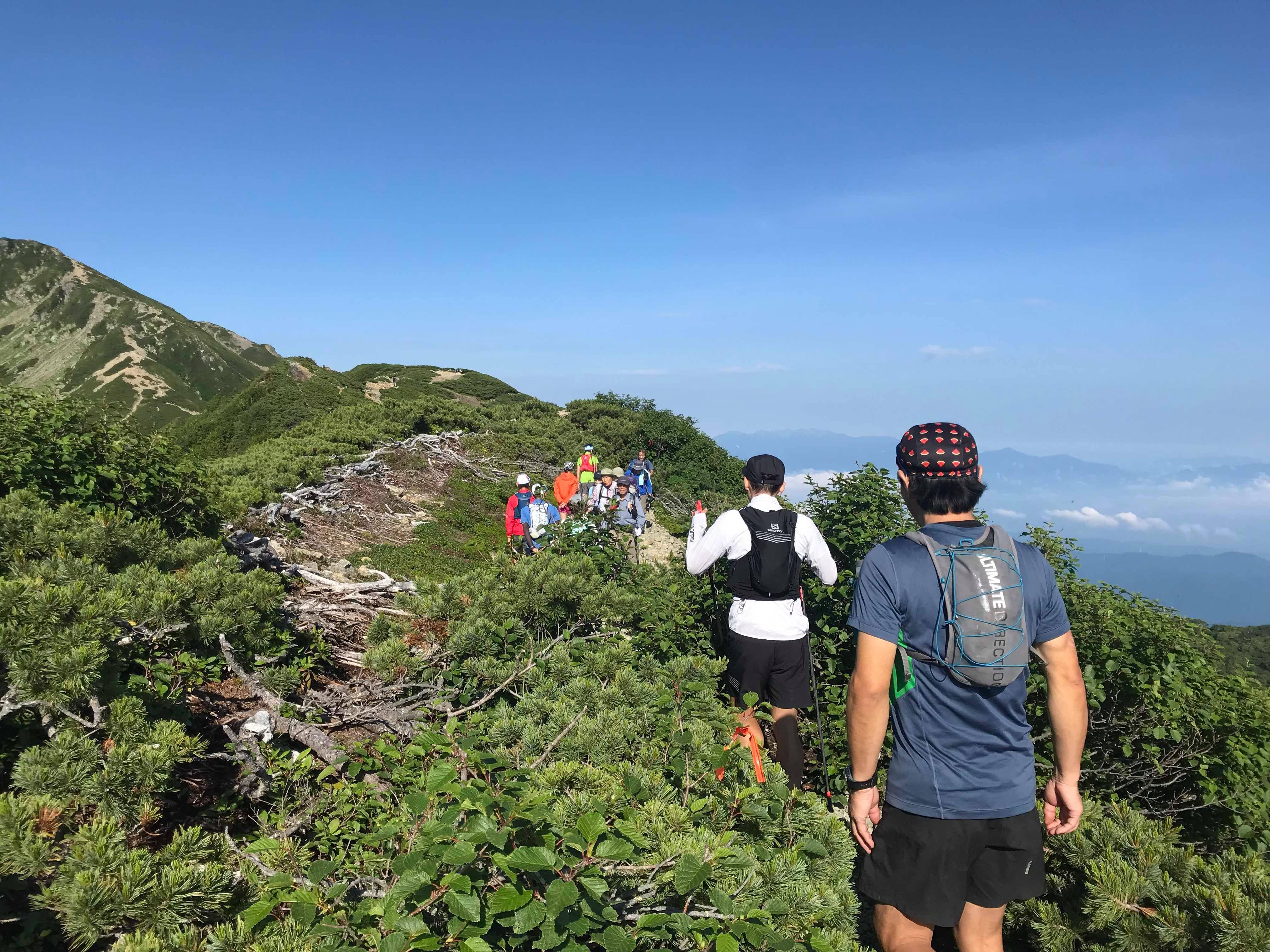 行き交う登山者とのあいさつは大切な山でのコミュニケーション。