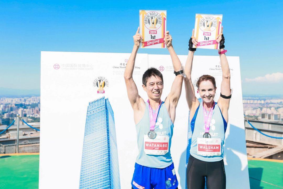 優勝した渡辺とスージー・ウォルサム ©VWC