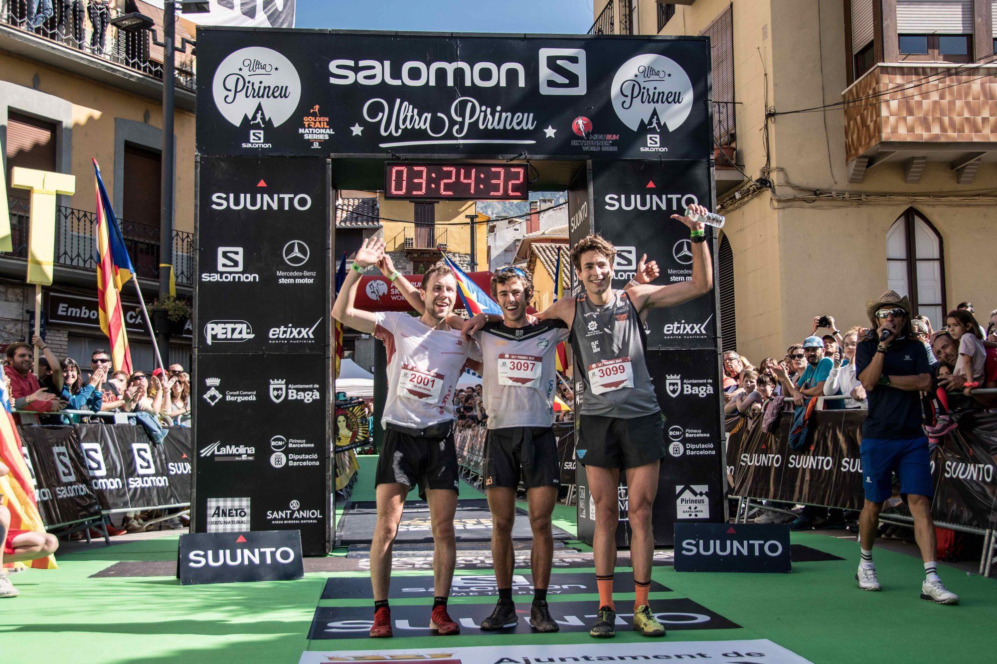 スカイピレネートップ3 左からスティアン・アンゲルムン(2位)、ジャン・マルガリ(1位)、オリオル・カルドナ(3位)©MRSWS _ Roger Salanova