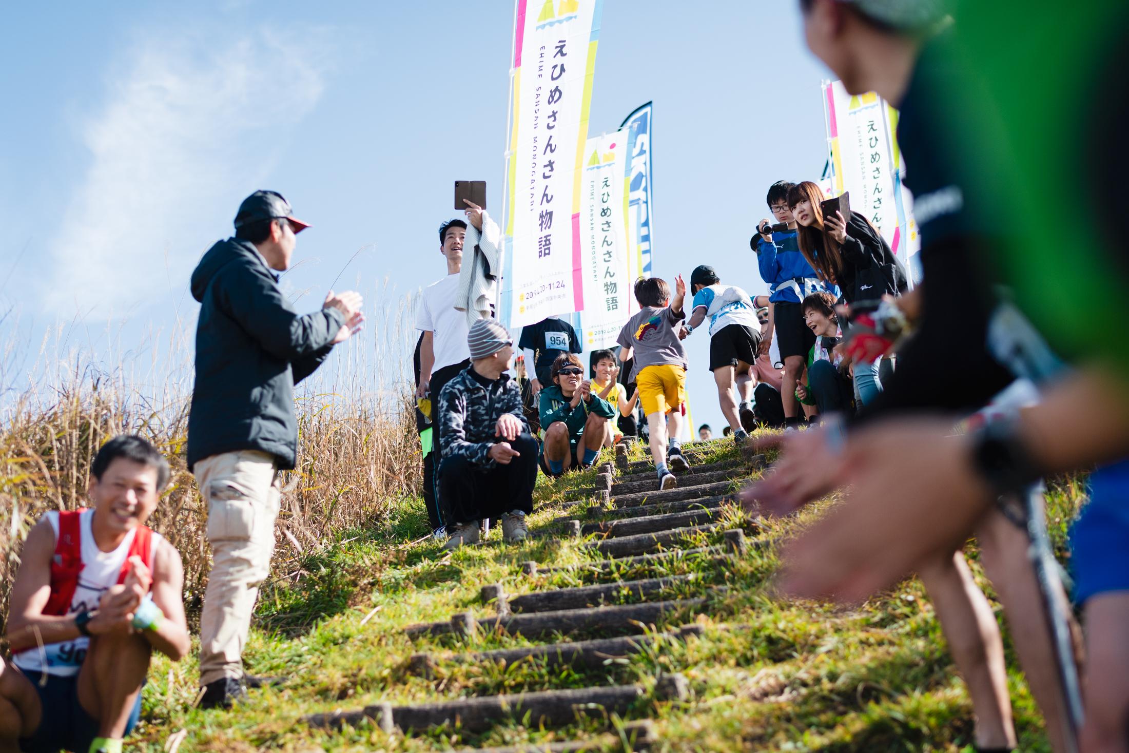 空に向かって駆け登る ©えひめさんさん物語/四国中央スカイラン
