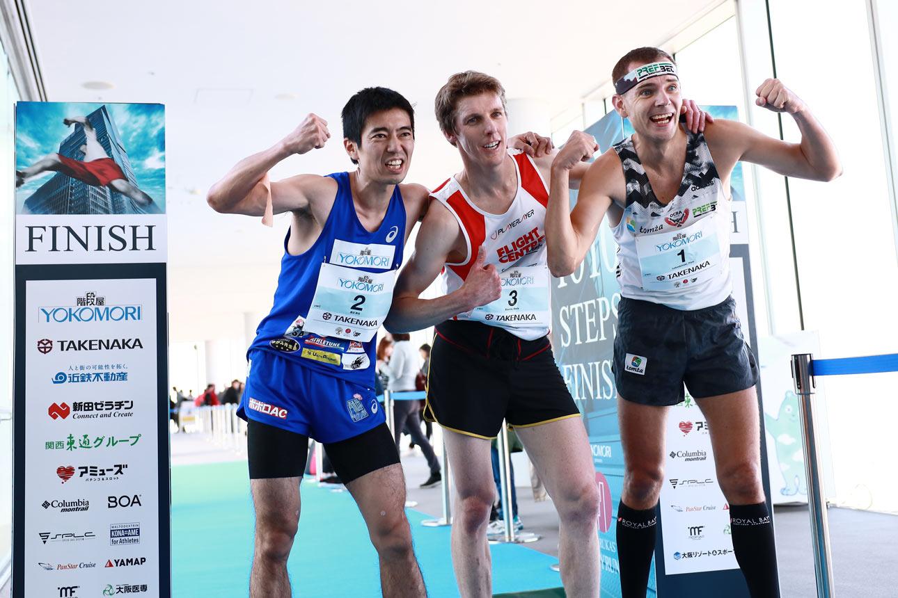 男子トップ3。左から渡辺、ボーン、ロボジンスキー ©Sporting Republic